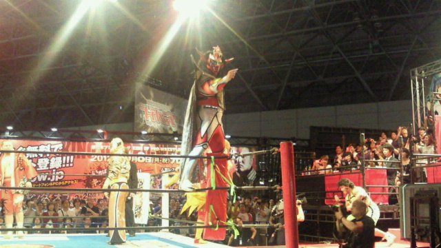 「東京ゲームショウ2012」のブシロードブースで新日本プロレススペシャルマッチが行われました